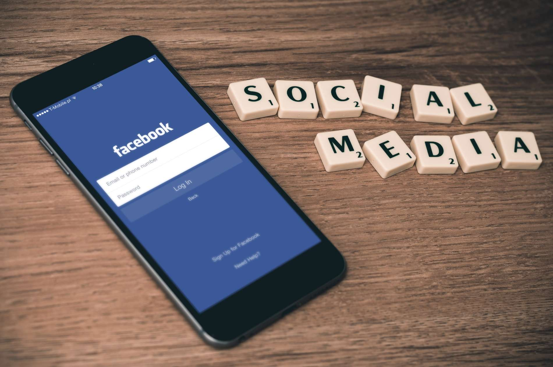 Téléphone portable avec Facebook