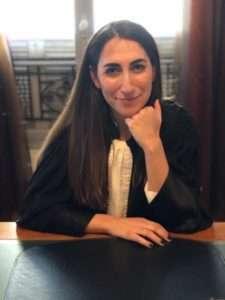 Portrait de Emilie Bender en robe, avocat nice